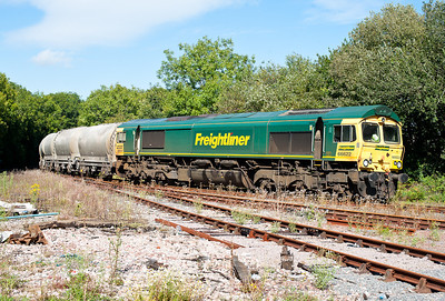 190811  Taken by the assistant. 66622 enters Liskeard yard with 6C66 14:43 Moorswater-Westbury,already over an hour late it would stand in the yard for another 40 minutes before being let out to run round in the station.
