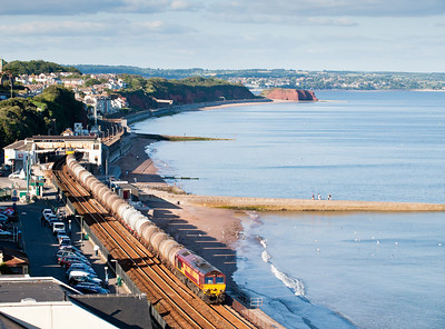 090811 Would the light hold for the tanks?Well thanks to it being held for a FGW 125 it did! 66058 on 6C62 TO 15:31 St.Philips Marsh-Plymouth pass Dawlish.