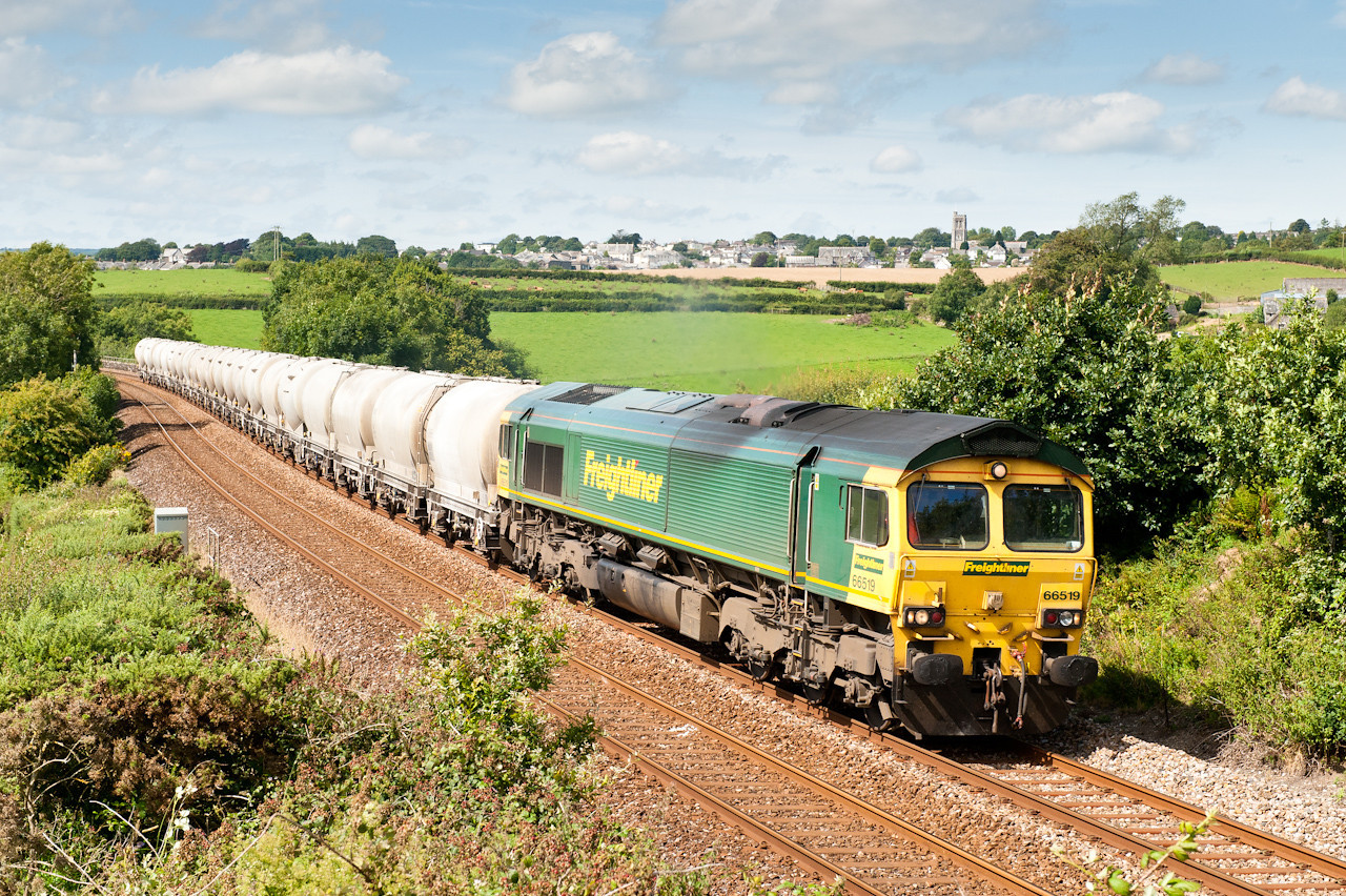 100811  Could the assistant navigate us quickly to Bolitho,thankfully yes. 66519 has just crossed Bolitho Viaduct near Liskeard as it heads 6C66 14:43 Moorswater-Westbury.From departing Coombe to here only took 20 odd minutes which is good going!