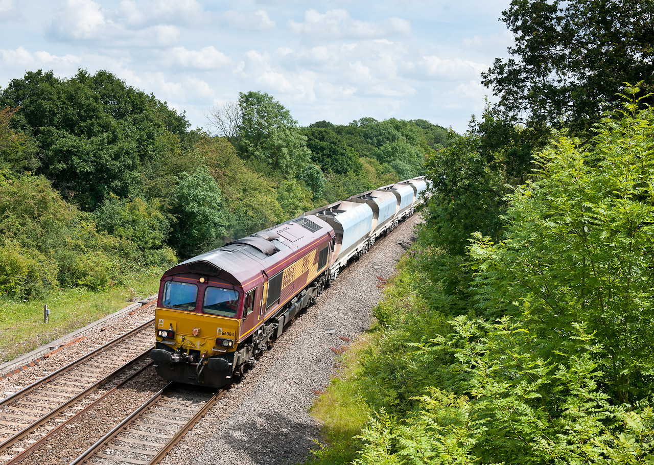 110711 66084 MO 6B35 10:28 Acton TC - Moreton-on-lugg.Complete with a set of very faded ex national power hoppers.