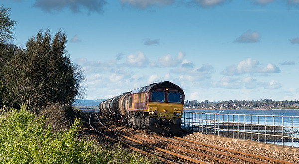 100412 66008 passes Starcross with 6C62  TO  15:31 St.Philips Marsh-Plymouth.This is a massive crop from a 36mp sensor.A class 150 was passing me and we were about to be horrendously bowled,I was speechless......