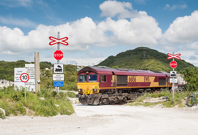 110612 The assistant mans the tripod at Little Treviscoe crossing. 66156 on the 6P07  MWFO 12:38 Fowey-Parkandillack.