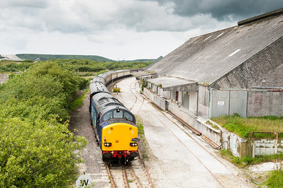 090612  The tour having been to the works at Parkandillack now heads past us at Treviscoe.37609 now leads and looks very nice,well done DRS.If anyone at DB wants to see how a tour loco should be turned out...please note.