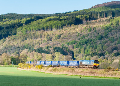 120512 66433 heads the 4H47 05:14 Mossend-Inverness intermodal near Dowally