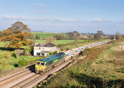 """15112  We then moved to Beam bridge for the """"main event"""" (the Colas 56).However we heard an extra frieght was running and got it with seconds to spare. 66546 works the 6Z40 11:37 Westbury to Riverside past Beam bridge.Thanks to Kevin for the cheery wave."""