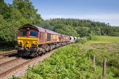 190613 This was sitting at Blazey and ready to go since 1200 so I assumed it would run mega early..not so, running bang on time 66011 and 66091 head the  6C5  WThO 16:27 St.Blazey-Exeter Riverside through Restormel.