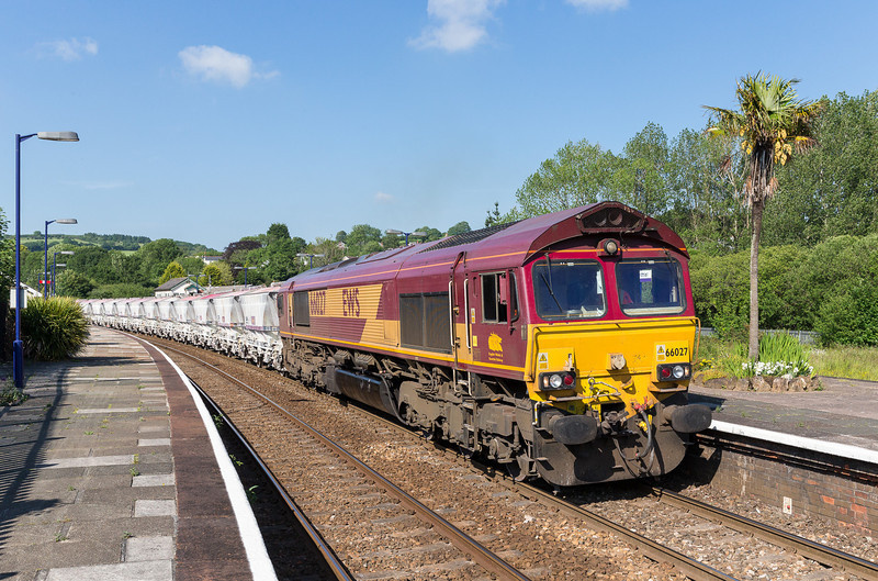 190613 66027 heads past Lostwithiel to Fowey with 6G08 16:29 Goonbarrow-Fowey.Thats three pretty stonking freight shots in under 3 hours,who says Cornwall is dead.
