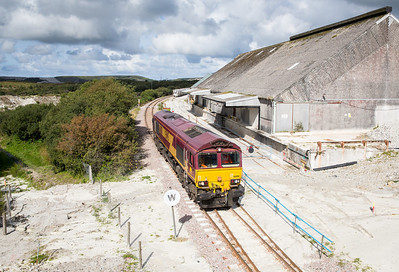 100913  A good forecast promoted the BZ and us to head into deepest Cornwall.It soon became apparent that far from being full bling the sun was in very short supply. 66081 runs around the wagons at Parkandillack and prepares to work 6P24 13:45 Parkandillack-Fowey.