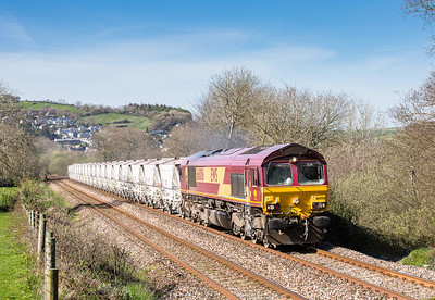 120414  With only load 19 (as opposed to the usual 38) 66006 heads up Treverran bank with a late running 6G07 13:50 Fowey-Goonbarrow