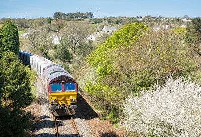 150414  Did not think we would beat it down the branch but with seconds to spare 66176 is caught at Lanjeth