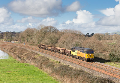 180214 56302 passes Ellerhayes with 8 MHAs on 6Z29 1120 Exeter Riverside ~ Westbury. We had been in full sun for nearly an hour but of course a massive bank of cloud was rapidly approaching!
