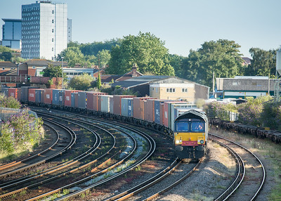 100714  66418 rounds the curve at St Denys with the 4M04  19:14 Southampton Maritime-Lawley Street
