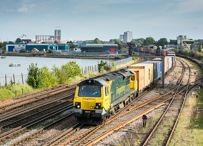 090714  70018 nears St Denys with the  4M98 18:00 Southampton Maritime-Garston