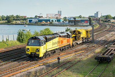 090714  70806 on the  6Z30  17:26 Westbury yard-Eastleigh yard passes St Denys