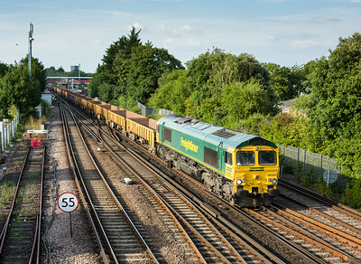 090714  66564 passes St Denys with the 1846 Eastleigh yard to Laverstock North junction