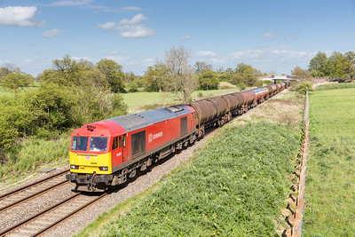 090514  20 minutes behind the steel......60039 passes Acton turville with 6B33  13:00 Theale-Robeston
