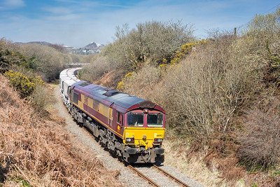080415   The assistant mans the tripod to ensure the old china clay spoil heap is included,deep in the heart of clay country.....66092 passes Foxhole with the 6P24 14:24 Treviscoe-Fowey
