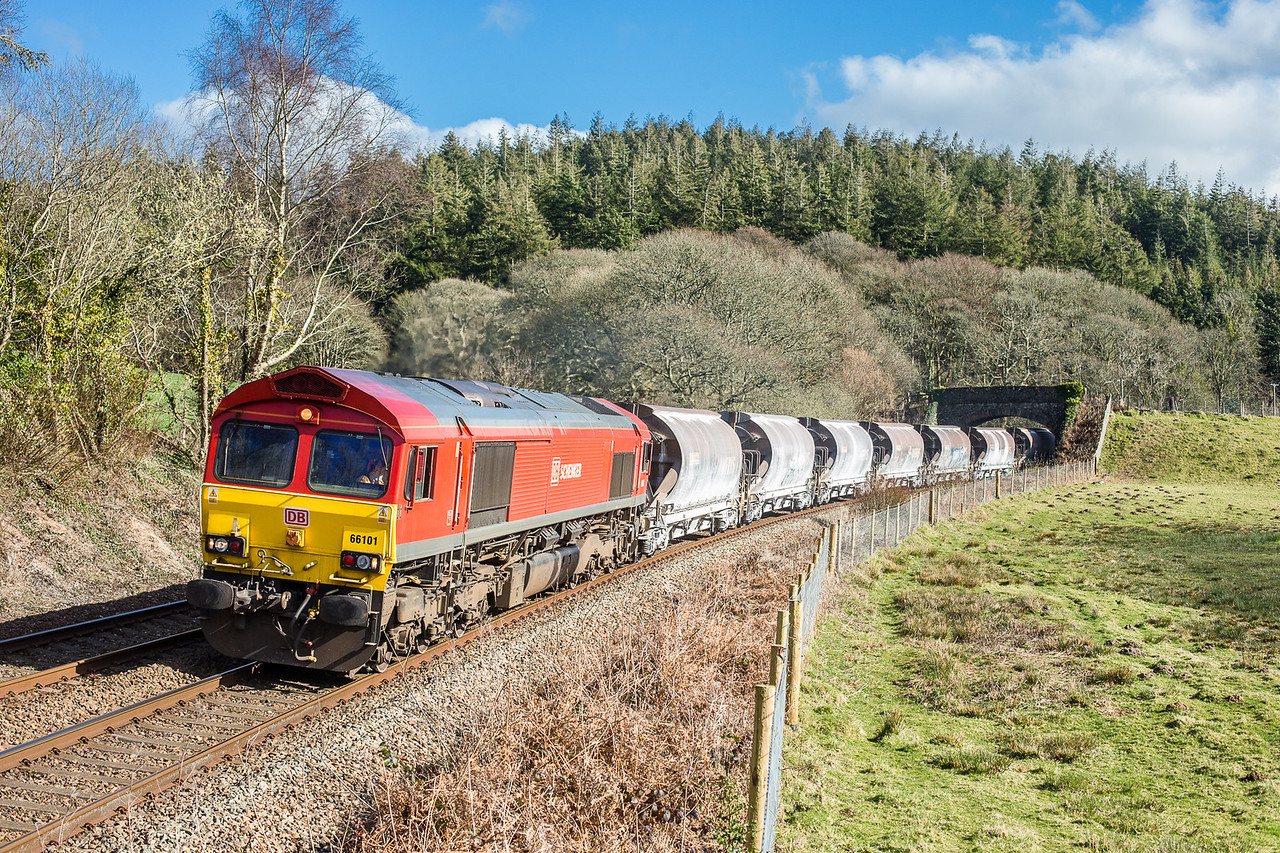 260315  As with the last shot,this needs to be done before the clocks go forward....66101 passes Restormel with the 6C53   ThO 15:06 St.Blazey-Exeter Riverside.By now we eventually had some decent spells of sunshine.