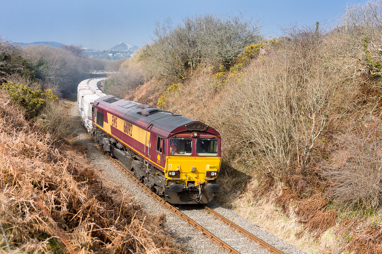 190315 The assistant finds where we set up the tripod yesterday and captures 66092 rounding the curve near Foxhole.