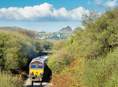 131015   Deep in the heart of Clay country,with old spoil heaps in the background.66108 rounds the curve at Foxhole with the afternoon trip to Fowey