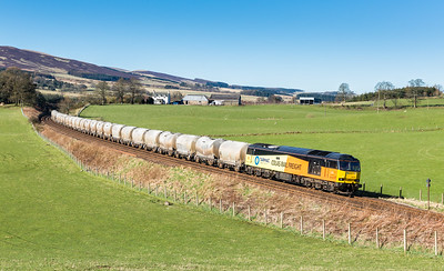 200416  One of the shots I really wanted this time in Scotland and much to my amazement it all came together….60076 rounds the curve near Gleneagles with the 6A65 06:07 Oxwellmains-Aberdeen…the assistant on the tripod..