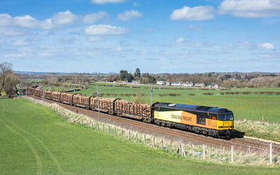 190416. 60096 passes Yanwath with the  6J37  11:59 Carlisle yard-Chirk…the assistant mans the tripod again
