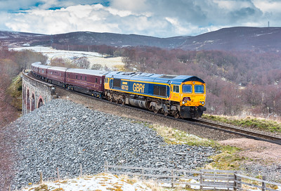 270416   The assistant is abandoned in the snow showers at Slochd so its only fair to show the result..... 66733 heads the 1H81 0715 Kyle of Lochalsh to Aviemore at Slochd