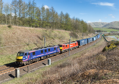 190416  90024 and 90029 pass Beckfoot with the 4M25  06:06 Mossend-Daventry
