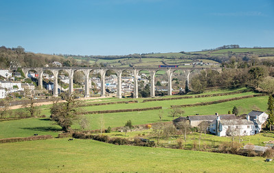 250316  153318 rumbles on to the Calstock viaduct working the 1454 Plymouth to Gunnislake