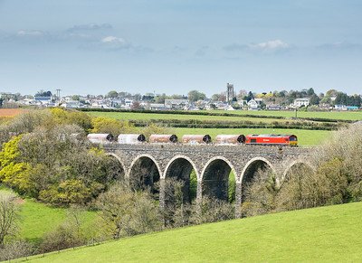 050516  The assistant mans the tripod....66101 heads over Bolitho viaduct with the 6C53   ThO 15:06 St.Blazey-Exeter Riverside.