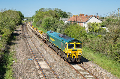 150516  66550 passes Creech St Michael with the 6Y70 0858 Castle Cary-Westbury