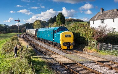 D6975 approaches Staverton with the 1245 Buckfastleigh to Totnes