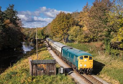 Class 24 D5081 passes Hood bridge with the 1115 Buckfastleigh to Totnes