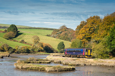 011116  153373 passes the autumnal colours near Terras crossing