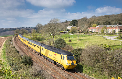 070417  . After a break in Penzance ,43062 + 43014  head the NMT past Trenowth with the 1Q18 05:25 Old Oak Common to Paignton via Penzance ,taken using a Mk 1 skyhook