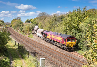 260417  66060 nears Burngullow with the 6C01  11:29 Treviscoe -St.Blazey