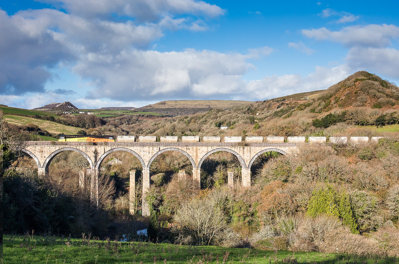 011217  70816  on the 6z54 10.00 Moorswater-Burngullow crosses Gover viaduct