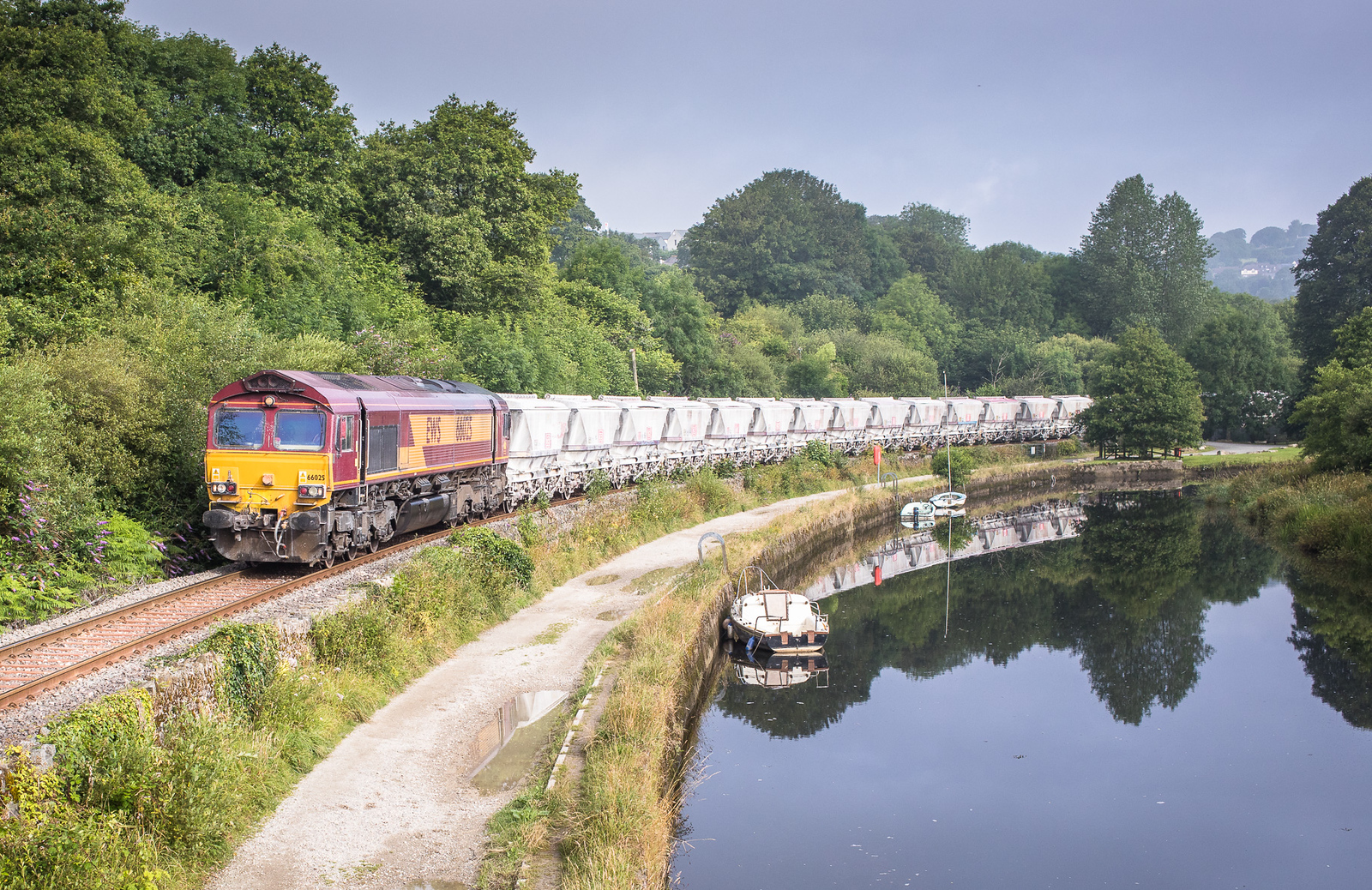 130717 After reversal at Lostwithiel 66020 heads the 6G06   07:39 Goonbarrow-Fowey down the brach at Coulson park