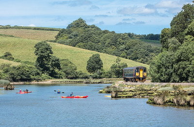 020717  Some canoeists get a good loook at 153329 as it heads down the East Looe valley
