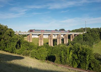 060717  Arriva 220 crosses the 150 feet high Liskeard Viaduct.