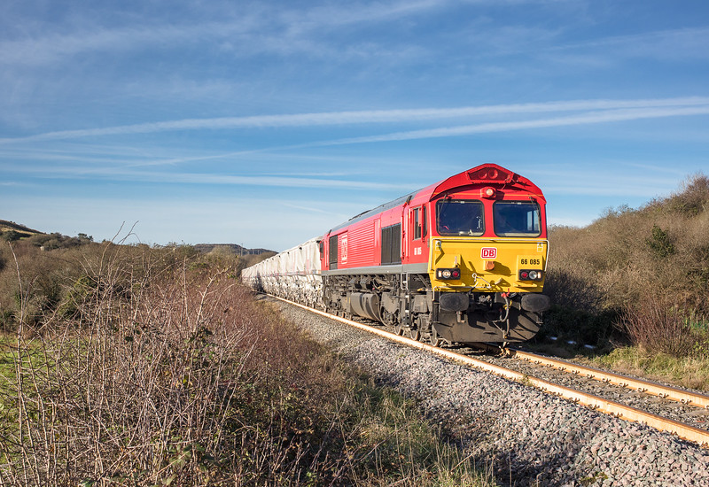 171117 66085 heads the 6P24  15:25 Parkandillack-Fowey at Carla crossing