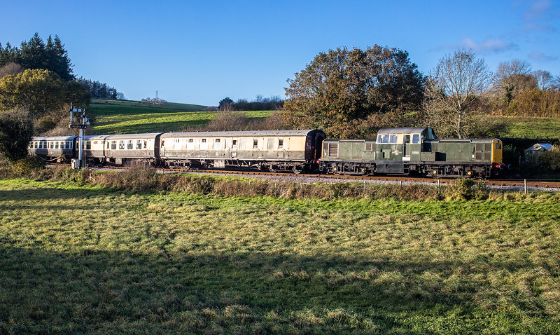051117  D8568 arrives into the loop at Staverton with the 1525 Buckfastleigh - Totnes