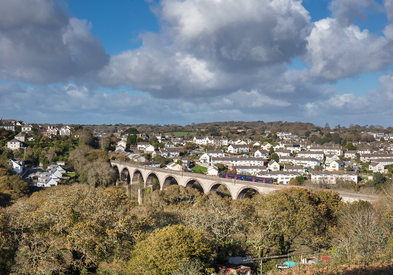 121117 With Penryn as a backdrop 150123 heads accross Collegewood viaduct.