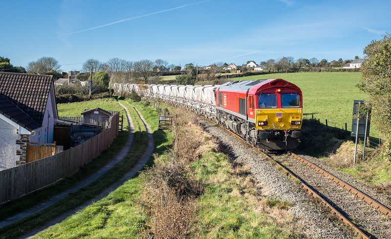 171117  66085 stops before proceeding over Lanjeth level crossing