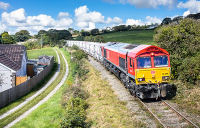 010917  After its stop and whistle 66206 gets underway again and heads towards Burngullow with 6P24 15:25 Parkandillack-Fowey