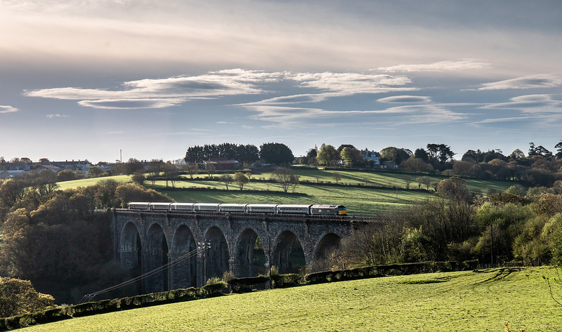 """30418 After its """"Monday layover"""" in Liskeard 57602 heads over Moorswater viaduct with1C99   23:50(Sun) Paddington-Penzance"""