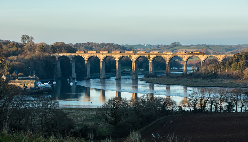 110118 66140 heads the 6C53  ThO  15:06 St.Blazey-Exeter Riverside over St Germans viaduct. (taken by the assistant)