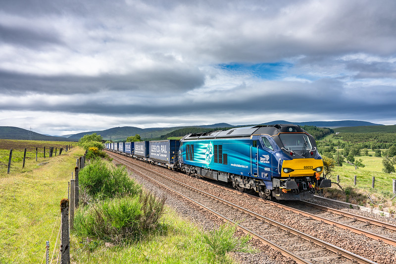 230618  68033 passes dalnacardoch with the 4D47  13:07 Inverness-Mossend