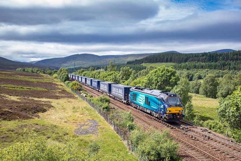 230618  68033 passes dalnacardoch with the 4D47  13:07 Inverness-Mossed (taken by the assistant)