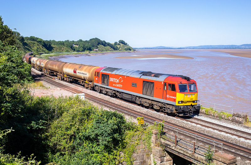 270618  .60007 rounds the curve at Purton with the diverted 1300 Theale Murco to Robeston Sdgs